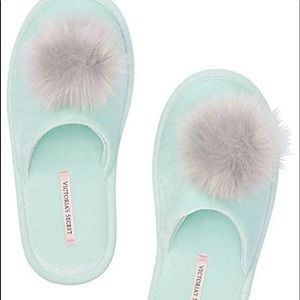 New Victoria Secret size M (7-8) slippers
